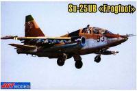 Сборная модель - учебно-боевой штурмовик Cухой Су-25УБ (ART Model 7212) 1/72