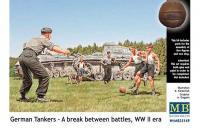 Сборные фигуры  - Немецкие танкисты в перерыве между боями (MASTER BOX 35149) 1/35